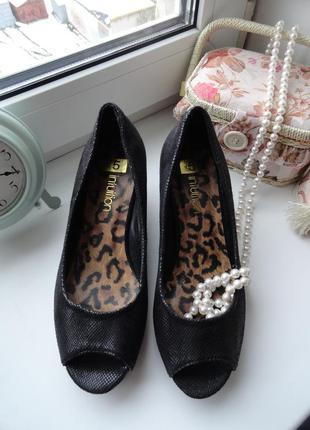 Легенькие туфли с открытым носком