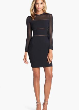 Сексуальное черное коктейльное платье футляр с красивой спинкой и блестящей нитью