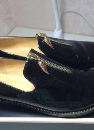 Женские лаковые туфельки чёрного цвета