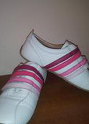Продам кроссовки lacosta