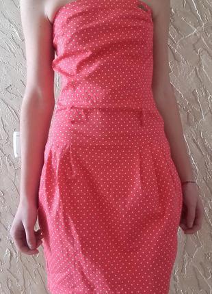 Нежно-розовое платье в горошек