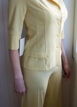 Костюм брючный летний светло-жёлтый 44-46 новый деловой стильный элегантный