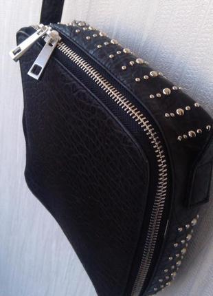 Маленькая квадратная сумка сумочка на длинном ремешке!