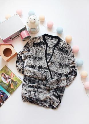 Красивая шифоновая  блуза в змеиный принт бренда jonina