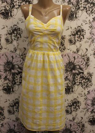 Легкий модный сарафан в клетку жолто-белого цвета фирмы old navy