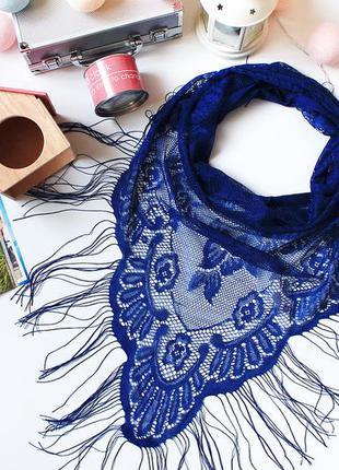 Очень красивый платок с китицами, насыщенного синего цвета