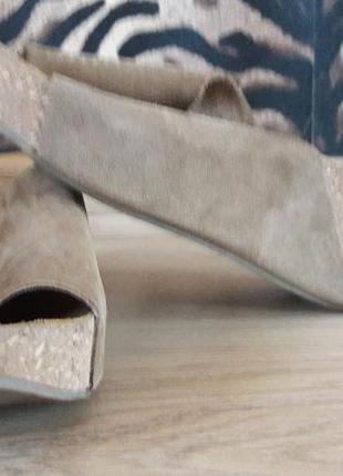 Замшевые шлепки на пробковой подошве