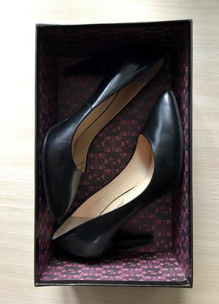 Кожаные туфли на каблуке carlo pazolini