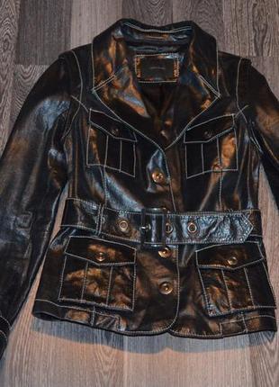 Фирменая кожаная куртка,жилетка