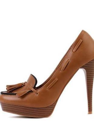 Новые коричневые туфли на каблуке