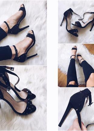 Стильные босоножки туфли на каблуке с шипами