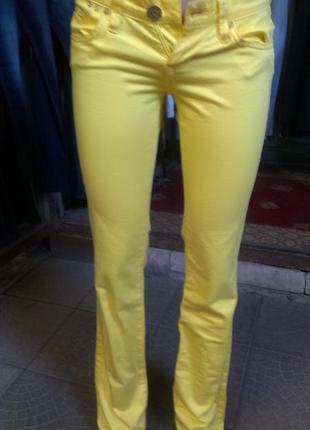 Джинсы новые желтые (26-й размер) турция