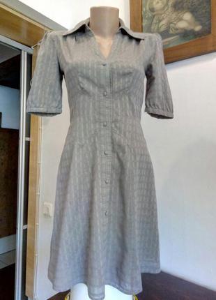 Легке платтячко від warehouse з короткими рукавами.