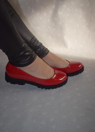 Туфли лодочки классические на удобном каблуке демисезонные в наличии 36,38,40,41 размеры