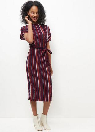 Стильне платье плиссе с необработанные низом