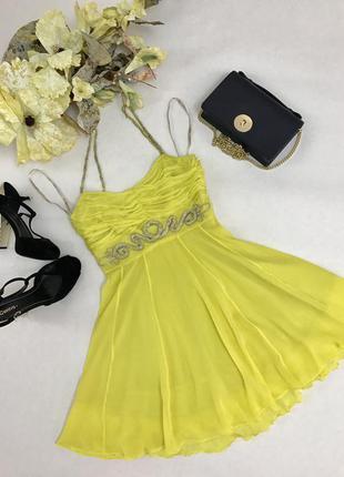 Шикарное платье из натурального шелка лимонного цвета с нежной вышивкой из бисера.