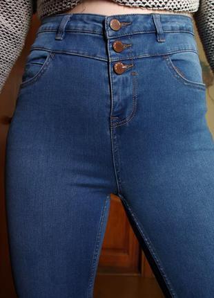 Голубые плотные джинсы скинни на высокой посадке