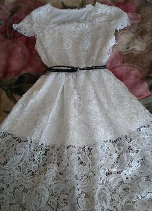 Белое кружевное платьечко