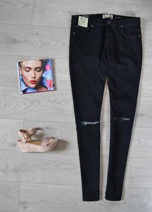 Стильные скинни джинсы с порезами