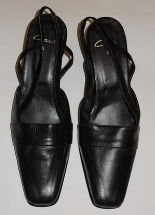 Новые кожаные босоножки clarks р.39-40 (25,5-26 см)