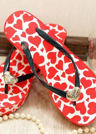 Шлепки на танкетке juici couture красное сердце в наличии!