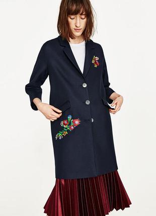 Zara модноє пальто с вишивкой размер с