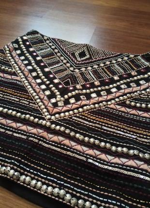 Крутая юбка с орнаментом с вышивкой, бисером.