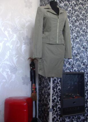 Спортивно деловой костюм белорусской фирмы на стройную девушку
