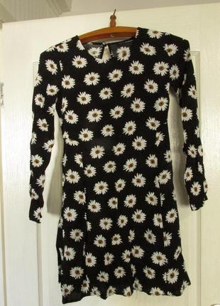 Весняна сукня з ромашками