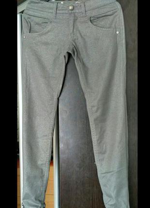 Классные летние узкие джинсы с люрексом phard.
