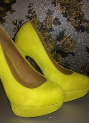 Лимонные новые стильные туфли замшевые новые 4 37размер atmosphere