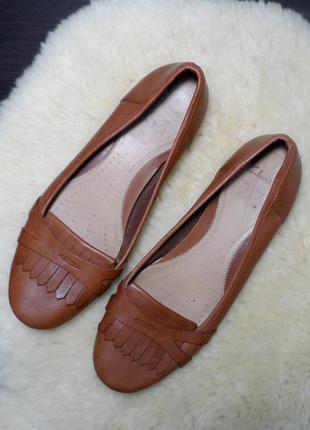 Кожаные балетки лоферы бренда clarks! производство индонезия!