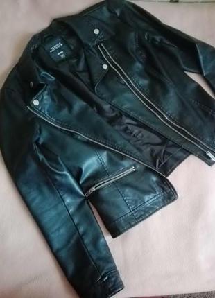 Кожанка / косуха / черная куртка от sinsay