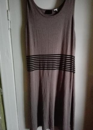 Трикотажное макси платье с вырезом в полоску