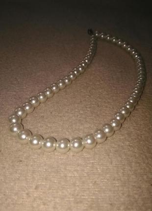 Женчужное ожерелье из пластика