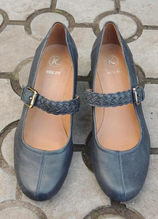 Новые фирменные кожаные туфли clarks р.38 (25 см)