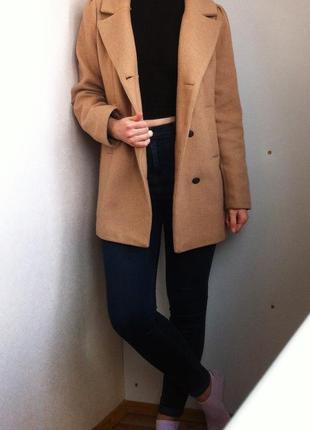 Женское бежевое пальто befree