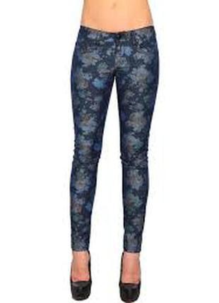Стильные джинсы зауженные в цветочный принт s m