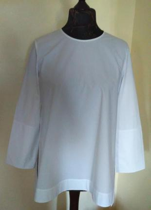 Шикарнейшая белая блуза с узнаваемыми акцентами бренда