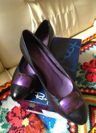 Новые очень стильные кожаные туфли, р. 39,бренд respekt
