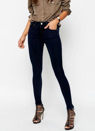 Темно-синие джинсы скинни средней посадки