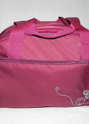 Женская спортивно-дорожная сумочка.
