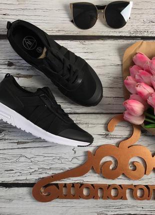 Стильные кроссовки из комбинированных материалов на контрастной подошве    sh16117