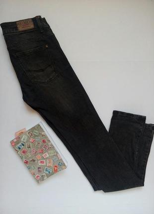 Серые джинсы с потертостями pull&bear размер s