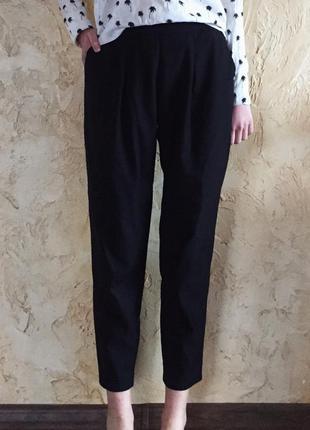 Черные стильные брюки