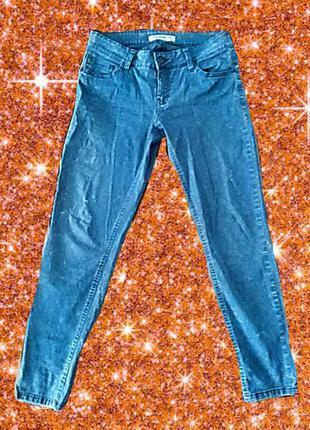 Фирменные джинсы оригинального цвета