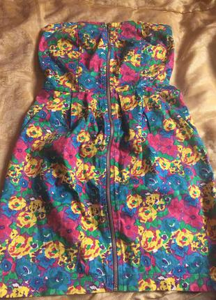 Яркое платье на змейке