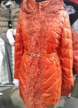 Пуховик оранжевого цвета