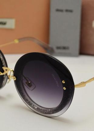 Модные женские солнцезащитные очки.