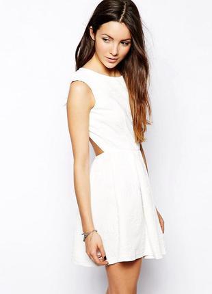 Мини платье glamorous с открытой спинкой с красивым вырезом юбка- клеш с фактурной ткани